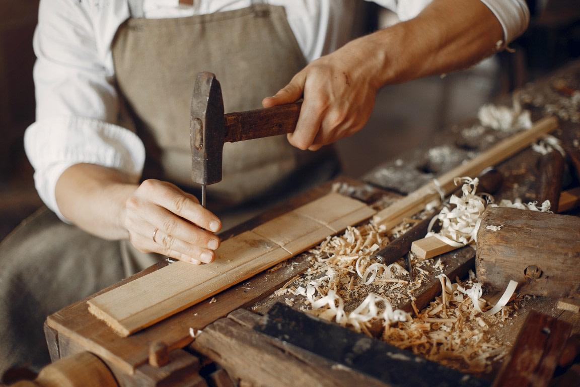 usi si mobilier din lemn masiv davide